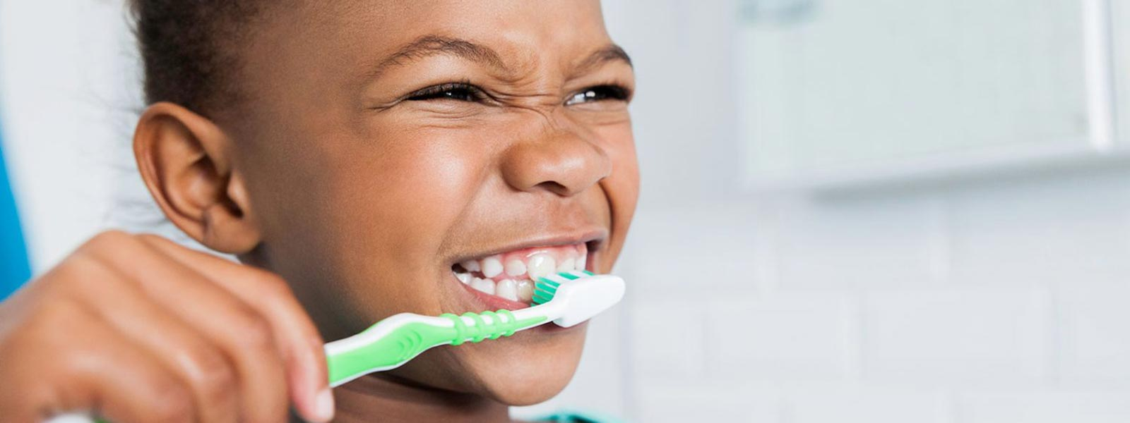 Child brushes teeth before dental clinic